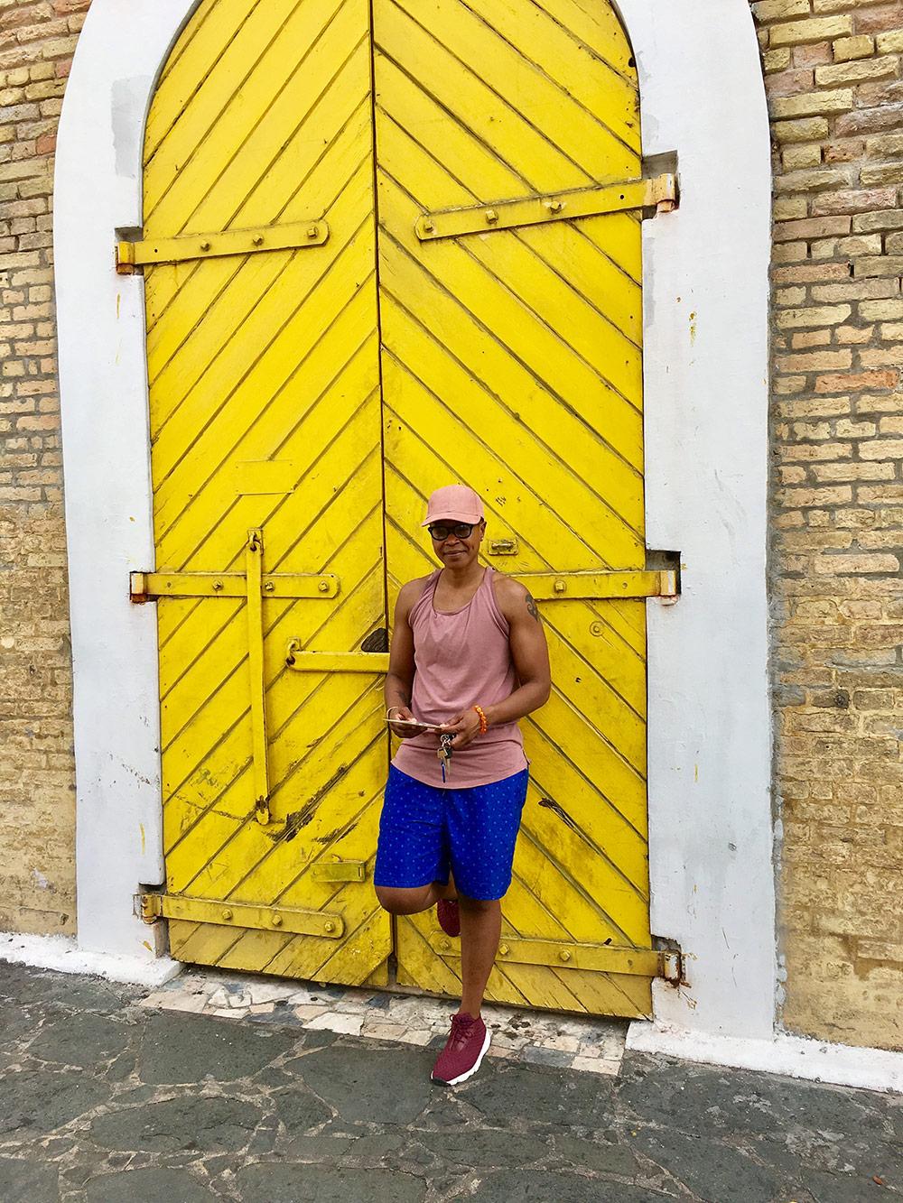st-ng-yellow-door